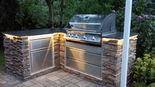 014 Individuelle Outdoorküche aus Stein mit Napoleon Oasis