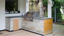 Selbstgebaute Outdoor Küche aus Stein (ID:050)