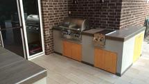 Moderne Outdoor Küche aus Holz und Beton (ID:098)