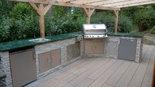 Überdachte Außenküche auf der Terrasse aus Stein (ID:103)