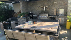 Outdoor Küche mit Bull BBQ Gasgrill und Monolith Kamado Grill (ID:226)