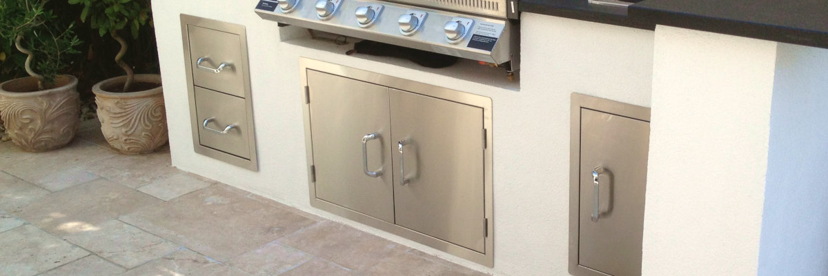 Außenküche bauen: Türen & Schubladen
