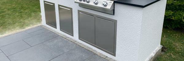 Türen und Schubladen zum Bau einer Outdoor Küche