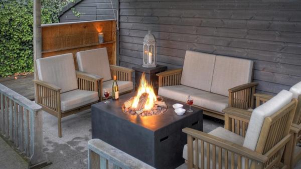 Gas-Feuertisch für den Außenbereich