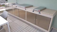 Eingebaute Plancha in Außenküche