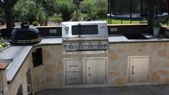 Eingebauter Gasgrill in Outdoor Küche