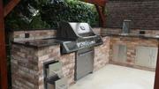 Stand Gasgrill eingebaut in Outdoor Küche