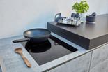 Induktionsherdplatte eingelassen in der BBQtion Outdoor Küche