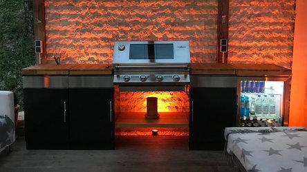 BeefEater 1100E Modulare Outdoor Küche mit Beleuchtung und Kühlschrank