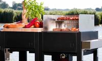oneQ Outdoorküche mit Gasgrill und Warmhalteaufsatz und Spritzschutz