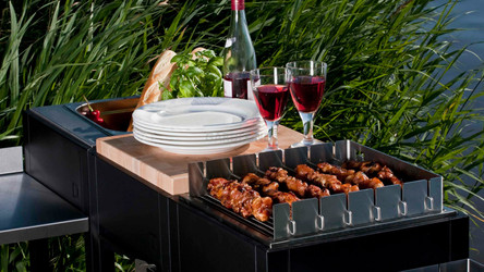 oneQ Outdoorküche mit Flame Gasgrill und Drehspießaufsatz