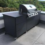Schwarze HPL-Outdoor Küche mit Grill von Outline
