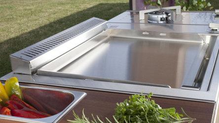 OASI Outdoorkueche Plancha Grill mit glatter Grillfläche und Seitenkochfeld