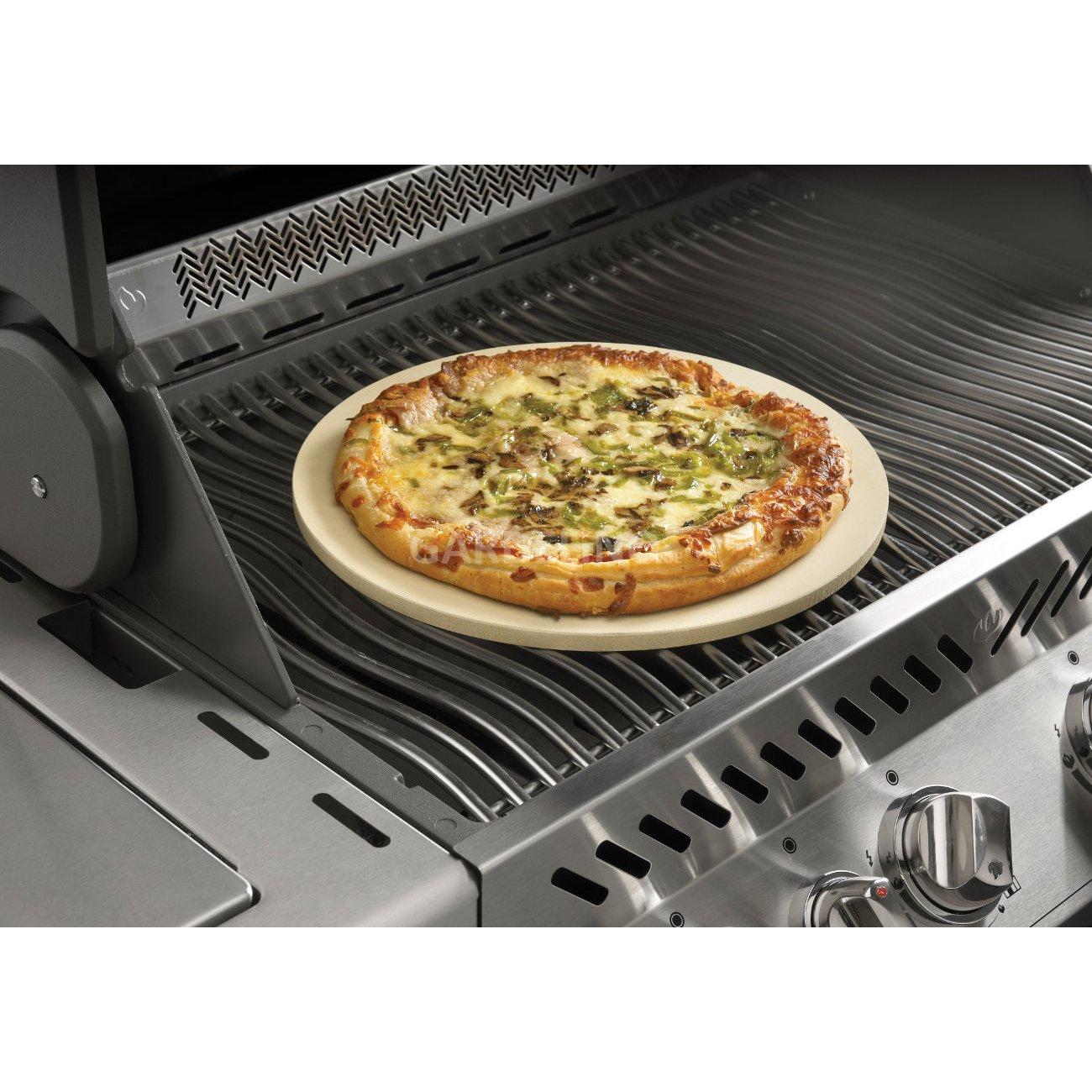napoleon grill pizzastein mit spie en. Black Bedroom Furniture Sets. Home Design Ideas