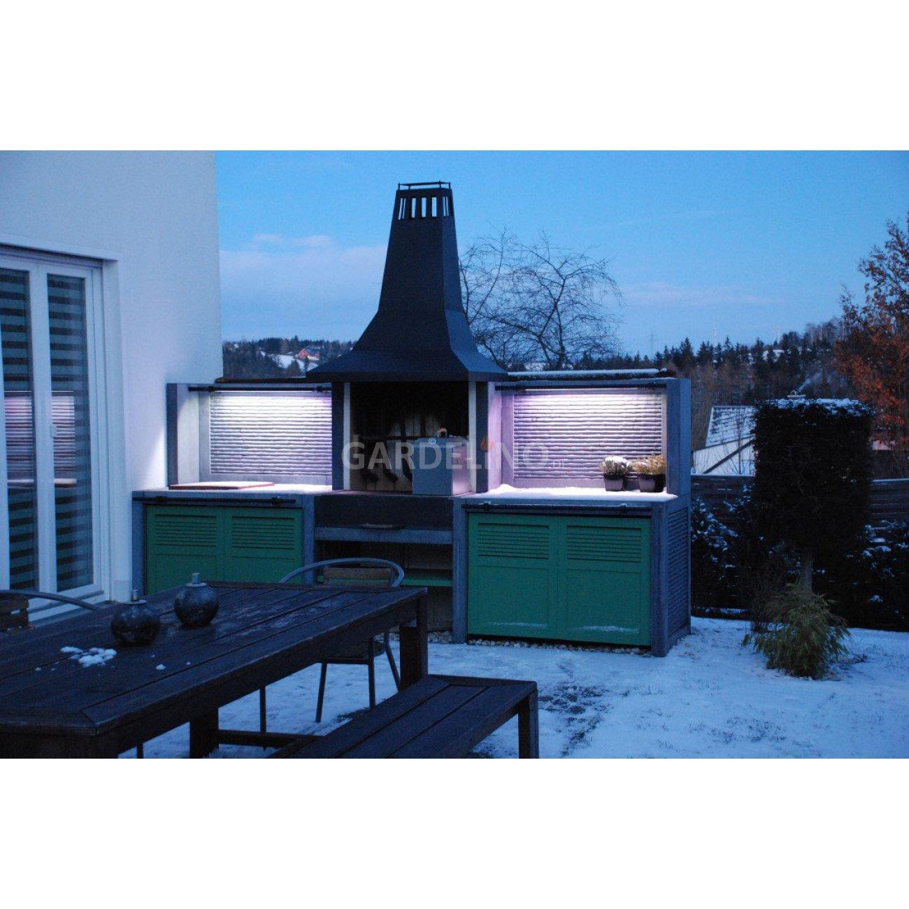 outdoor gartenküche mit design grillkamin aus sichtbeton