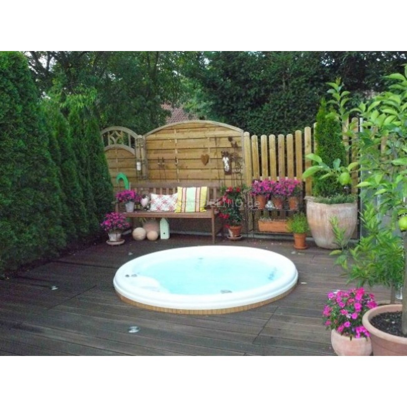 outdoor whirlpool helios von lotus spa. Black Bedroom Furniture Sets. Home Design Ideas