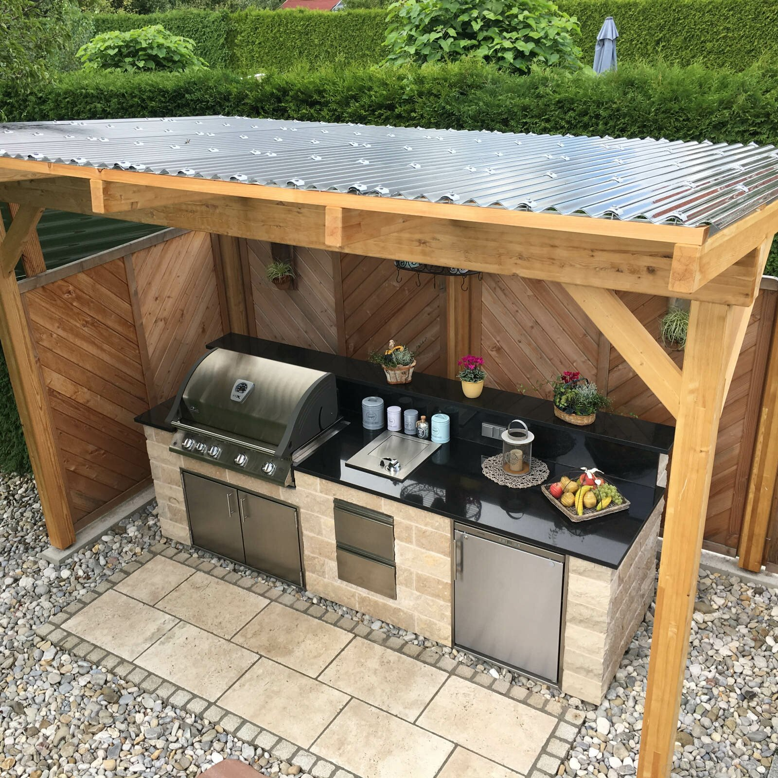 Diy Outdoor Kitchen On Deck: Selbstgebaute Außenküche Mit Napoleon Einbaugrill