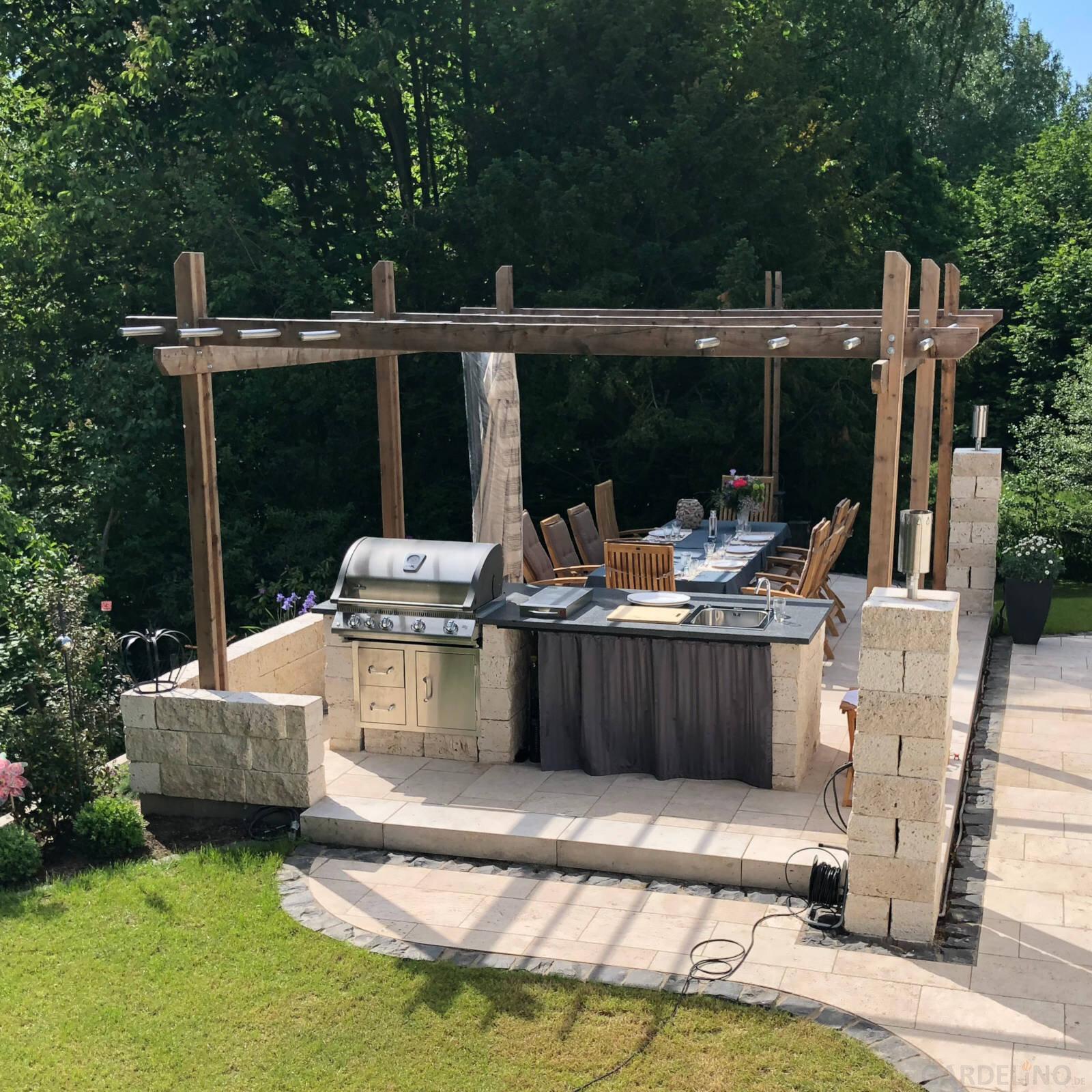 Außenküche Aus Stein Im Garten