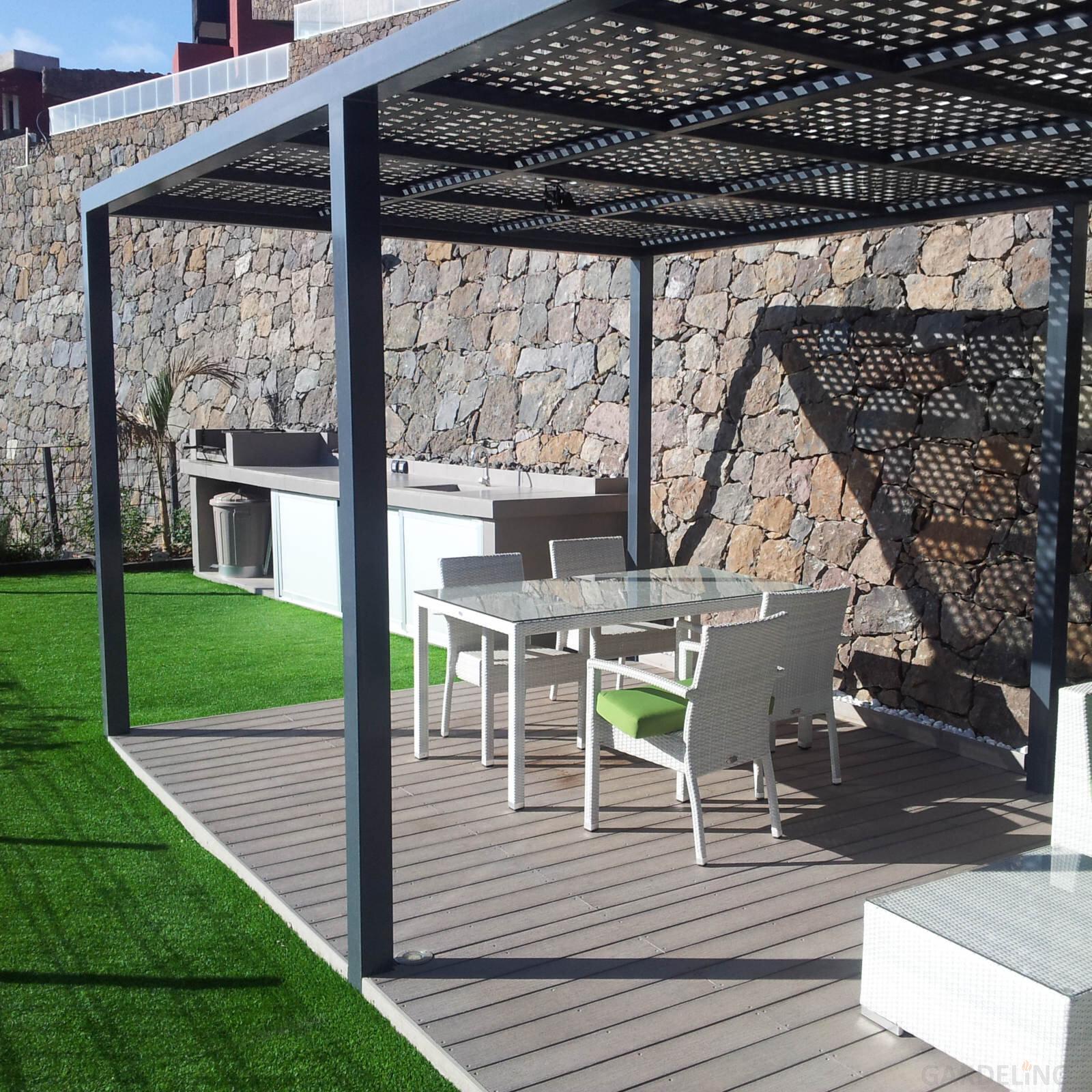 outdoork che mit flie en arbeitsfl che in spanien. Black Bedroom Furniture Sets. Home Design Ideas