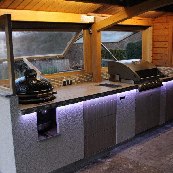 Outdoorküche gemauert mit Einbau Gasgrill und Monolith ...