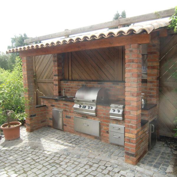 Outdoorküche aus Backstein mit Fire Magic Einbau Gasgrill selber baue